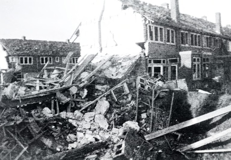 Oorlogsschade in de Haagdoornstraat in 1944.
